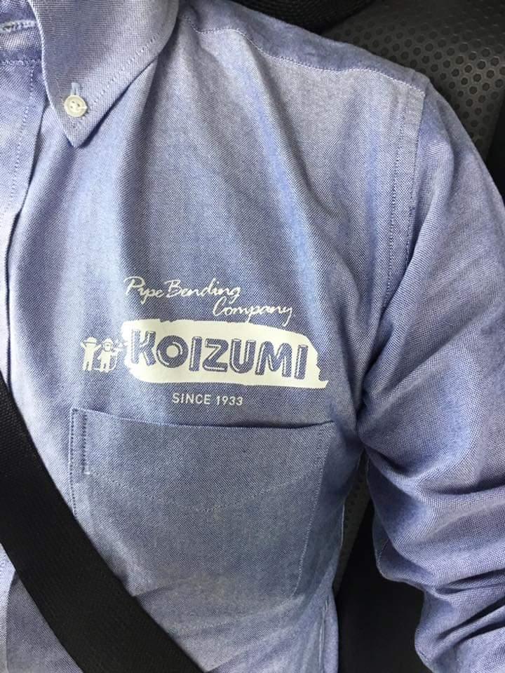 小泉製作所作業着シャツ着用